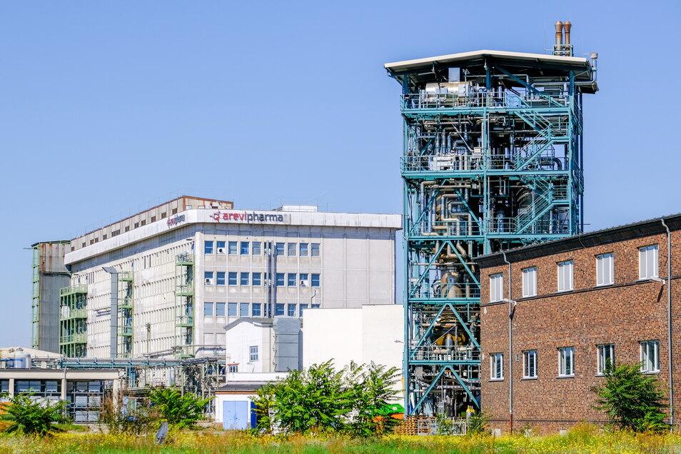 So sieht der S-Bahnfahrer die Werksanlagen des letzten großen Pharmabetriebs im Kreis Meißen, Arevipharma an der Meißner Straße 35 in Radebeul.