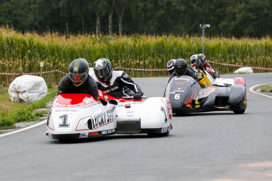 Klasse 7: Jan van Norel und Frank van het Hof aus Oldebroek in ihrem Seitenwagen Streuer LCR Luky Strike mit 1.000 ccm.