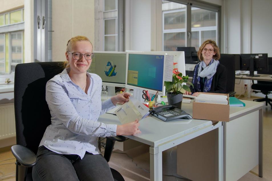 Kim Wachsmuth (l.) und Luise Huth helfen seit drei Wochen bei der Nachverfolgung der Corona-Fälle.