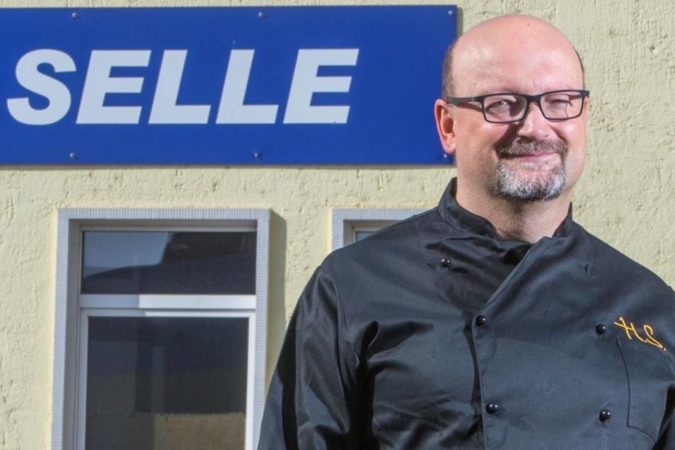 Chef Holger Selle kostet jeden Tag selbst.
