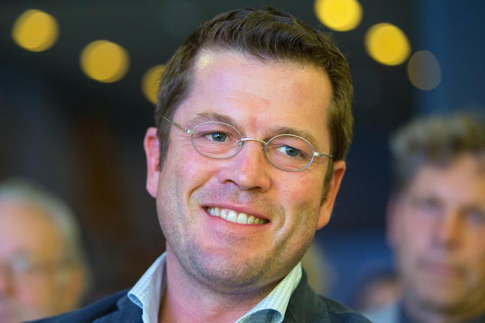 Karl Theodor zu Guttenberg legte sich bei Kanzlerin Angela Merkel (CDU) für Wirecard ins Zeug.