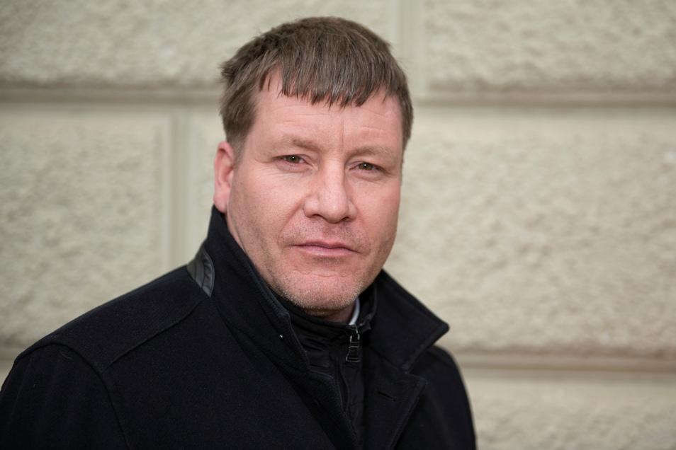 Großenhains Oberbürgermeister Sven Mißbach knüpfte Kontakte zur Stadt Zittau. Gemeinsam werben nun beide Städte für Spenden, die den Tornadoopfern in Tschechien zugute kommen sollen.