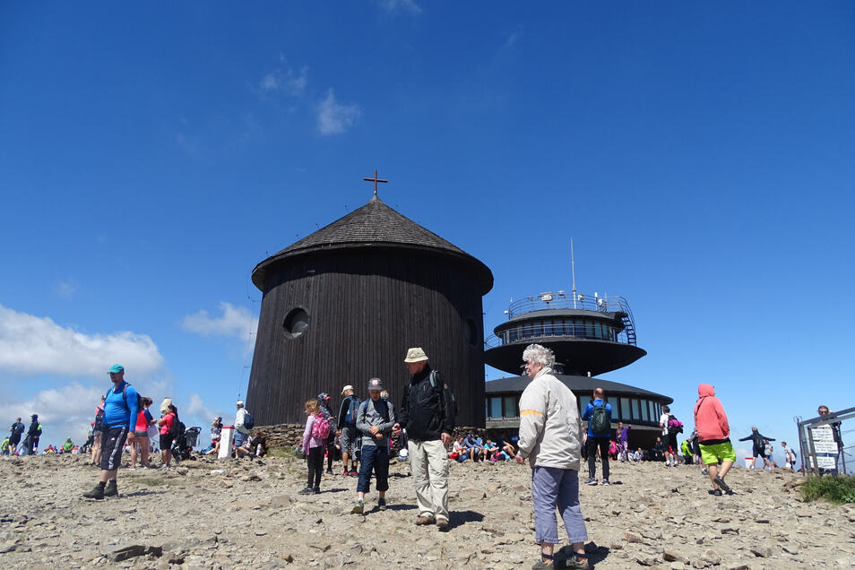 Sieht ganz ruhig aus – aber auch auf dem Gipfel an der Laurentiuskapelle und der Wetterstation ist viel Andrang.
