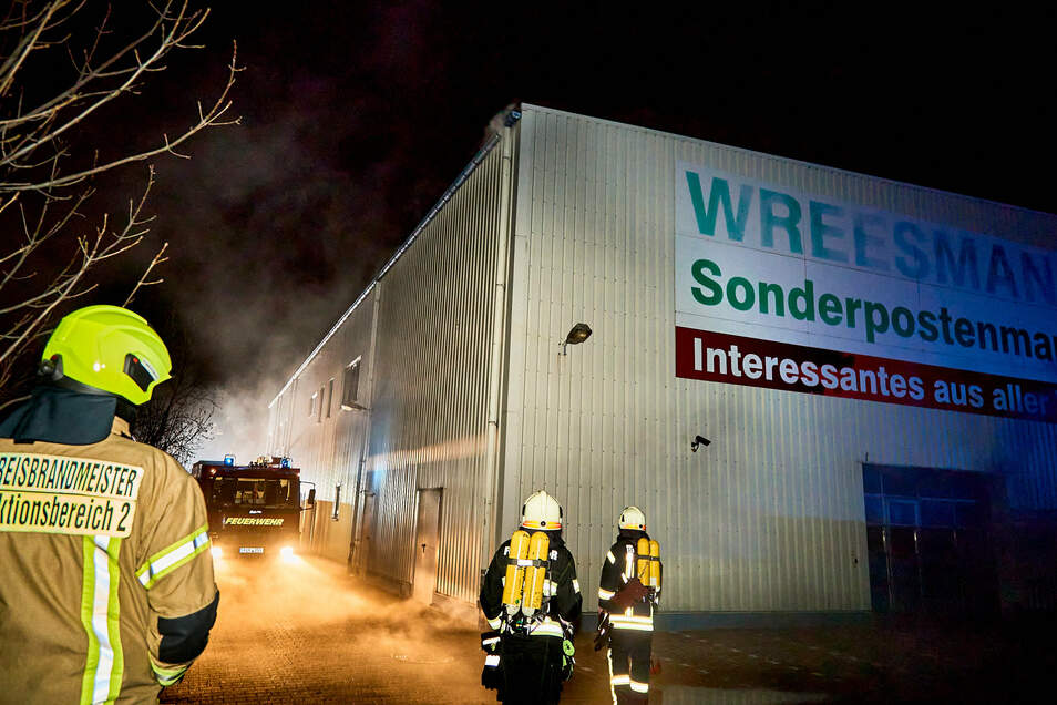 In der Nacht des 26.Dezember brannte es in diesem Sonderpostenmarkt. Die mutmaßlichen Brandstifter wurden später erwischt.