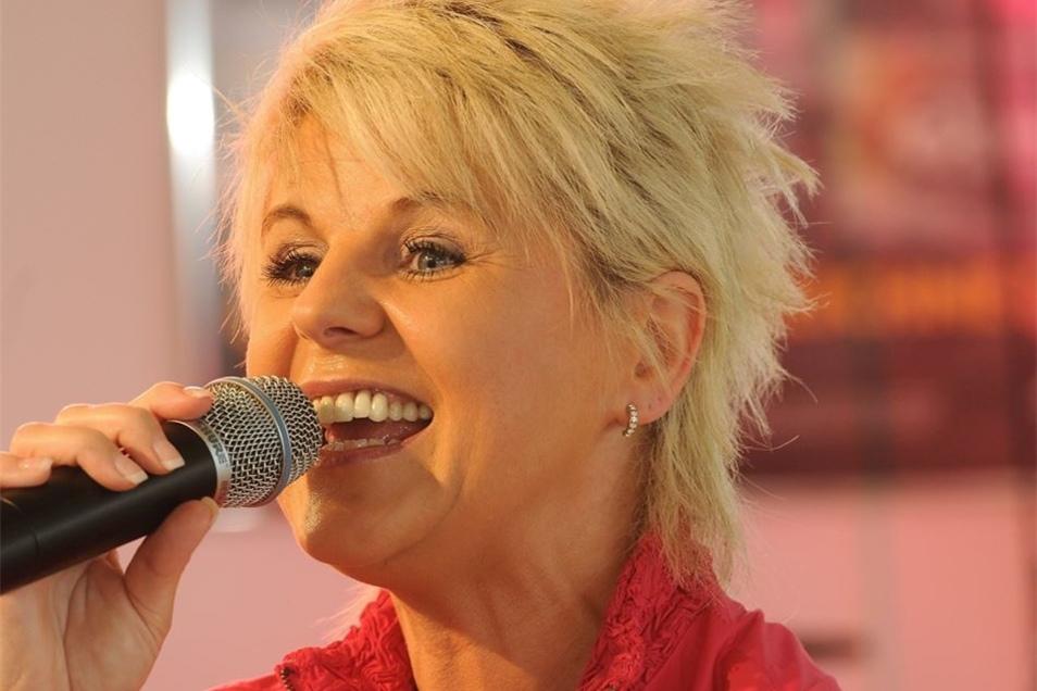 """Linda Feller wird am 13. Oktober einen Abend der Pop-Kornkammer-Musiktage gestalten. Sie tritt mit dem Programm """"It's Country-Time"""" auf."""