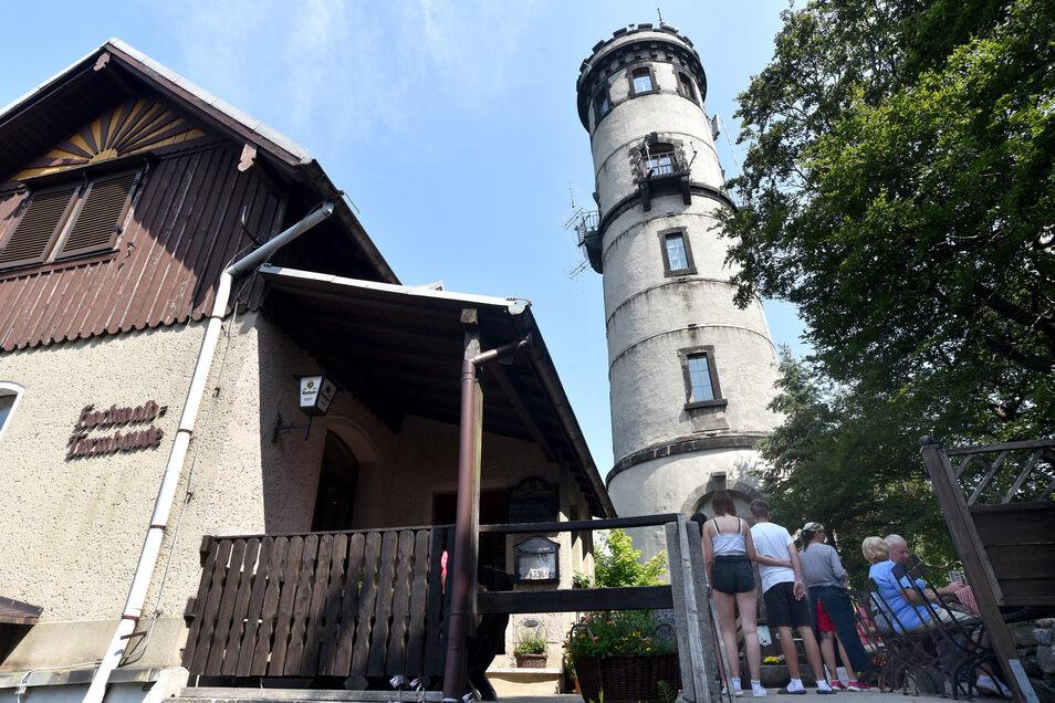 Das Jubiläum des Aussichtsturmes auf dem Hochwald war eine erste Herausforderung für den Verein nach der Wende.