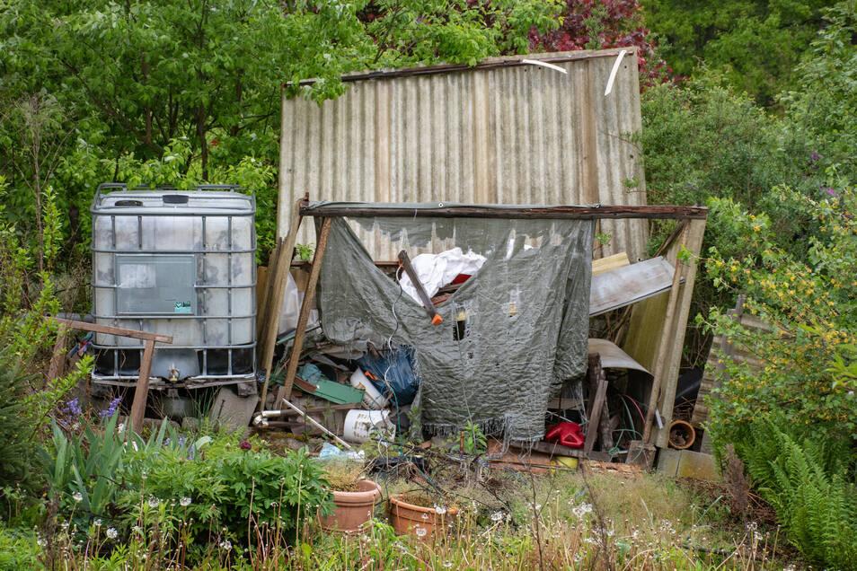 Teilweise stapelt sich der Müll, dessen Entsorgung die Vereinskasse belastet.