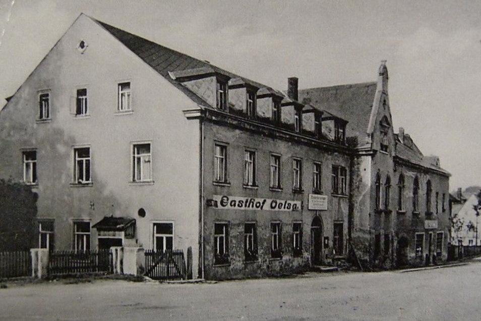 Oelsas Oberer Gasthof zur frühen DDR-Zeit. Hier auf der Straße starb der sowjetische Hauptmann. Der Garten mit seinem Grab liegt rechts am Bildrand.