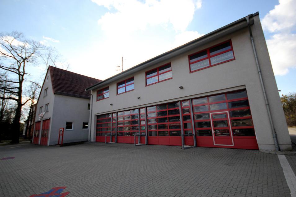 Die Fassade des 1996 errichteten Gerätehauses der Ortsfeuerwehr Lauta-Stadt soll repariert und verputzt werden.