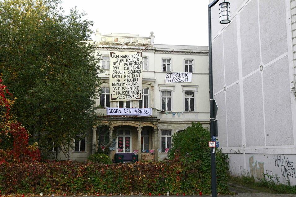 Seit Wochen regt sich Protest gegen den Abriss der beiden Postplatz-Villen, die Stöcker gekauft hat.