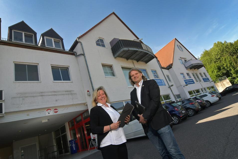 DRK-Vorstandsvorsitzender Jörg Hirschel und Mitarbeiterin Annette Wüchner, die das CAP-Konzept entsprechend den Gegebenheiten in Waldheim anpasste. Klappt alles, könnte der Markt im November öffnen.