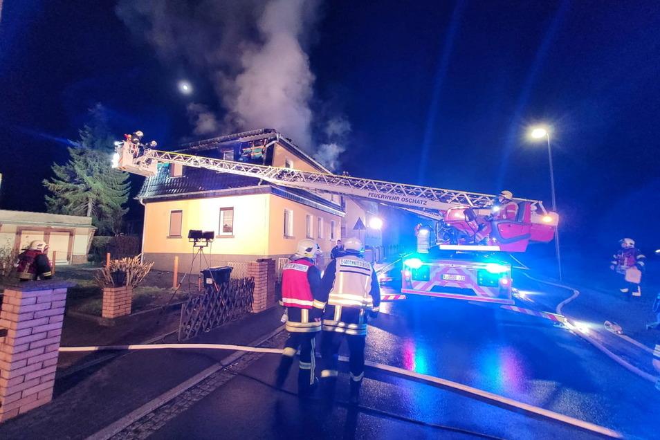 Der letzte große Einsatz der Feuerwehr Riesa war erst in der Nacht zum Dienstag - an der Auenwaldstraße in Nickritz, wo ein Wohnhaus brannte.