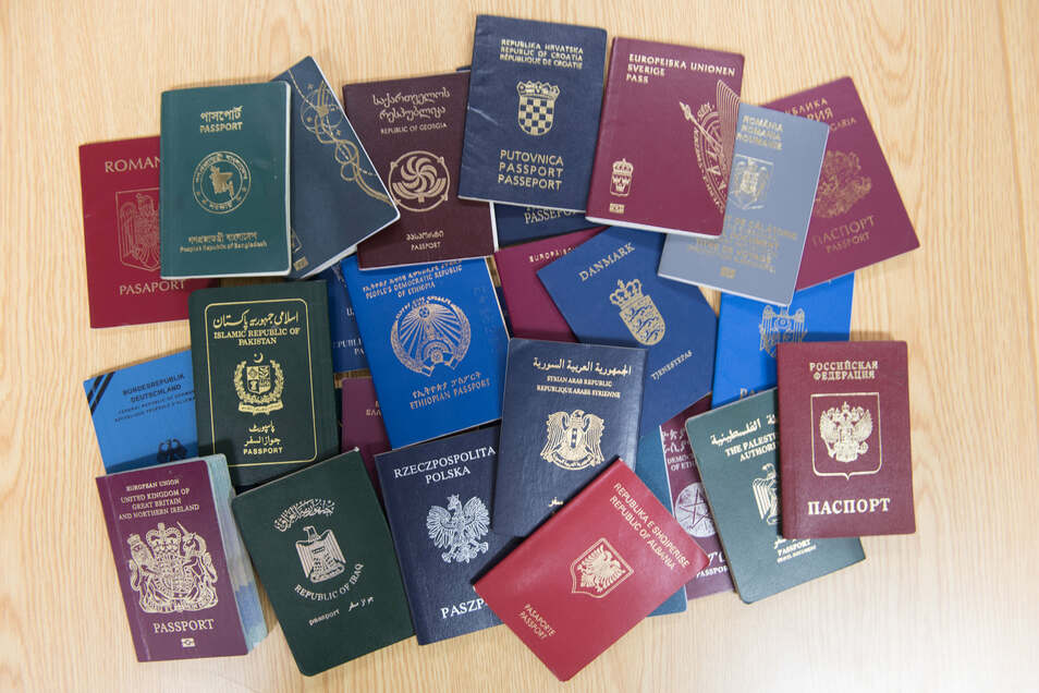 Diese Pässe sind nur ein Teil der umfangreichen Bundespolizei-Sammlung von Fälschungen aus aller Welt.