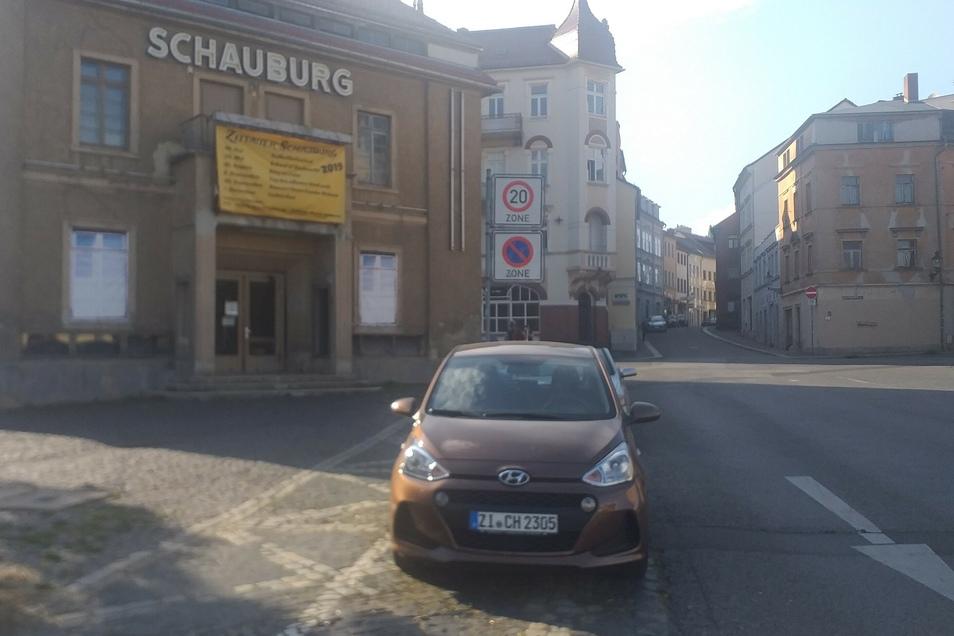 Die Anzahl der Parkplätze vor der Schauburg wurde reduziert.