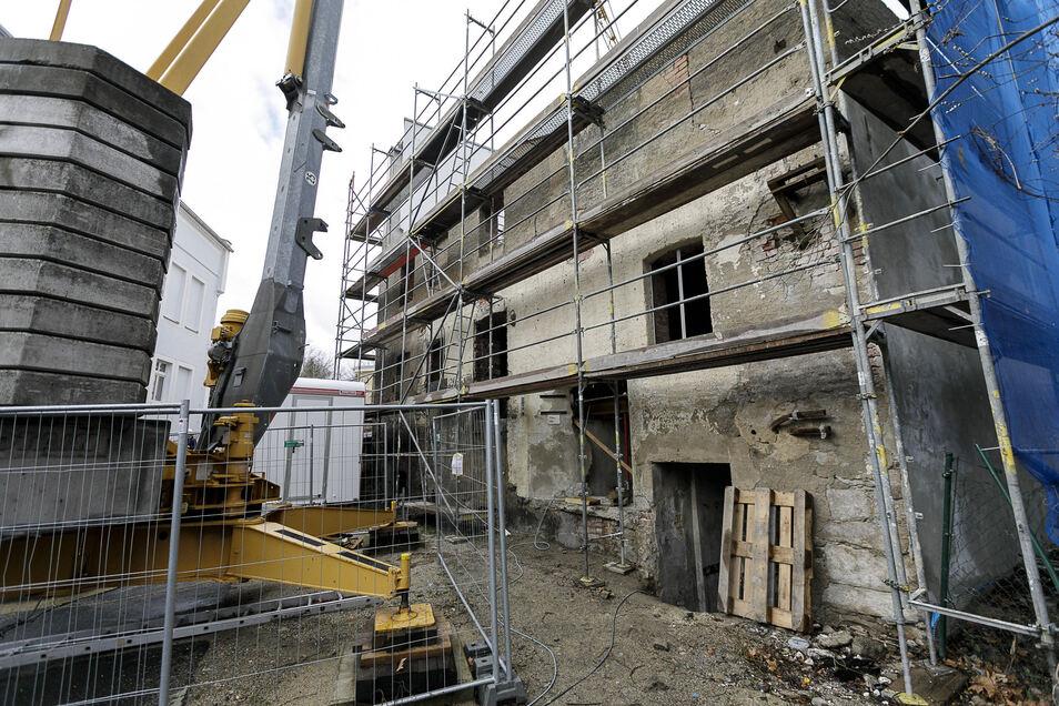 Im Moment sieht die Alte Mälzerei am Görlitzer Tivoli noch trostlos aus. Bis Ostern 2020 soll sie schon ein neues Dach bekommen. Später soll die unterste von drei Etagen für Kreativräume genutzt werden.