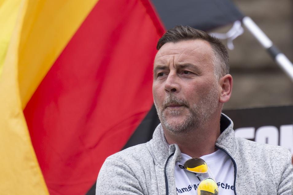Lutz Bachmann, Initiator und Mitbegründer von Pegida, während einer Pegida-Veranstaltung am 15.07.2019 in Dresden.