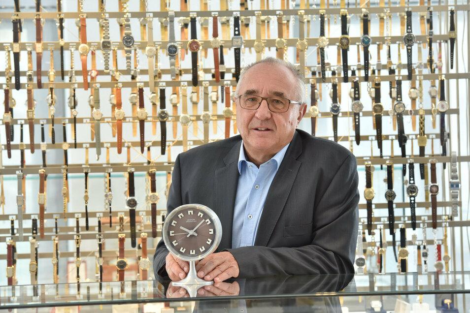 Reinhard Reichel räumt nach 28 Jahren, drei Monaten und 13 Tagen den Chefposten im Uhrenmuseum. Er konnte Besucher aus rund 130 Ländern begrüßen.