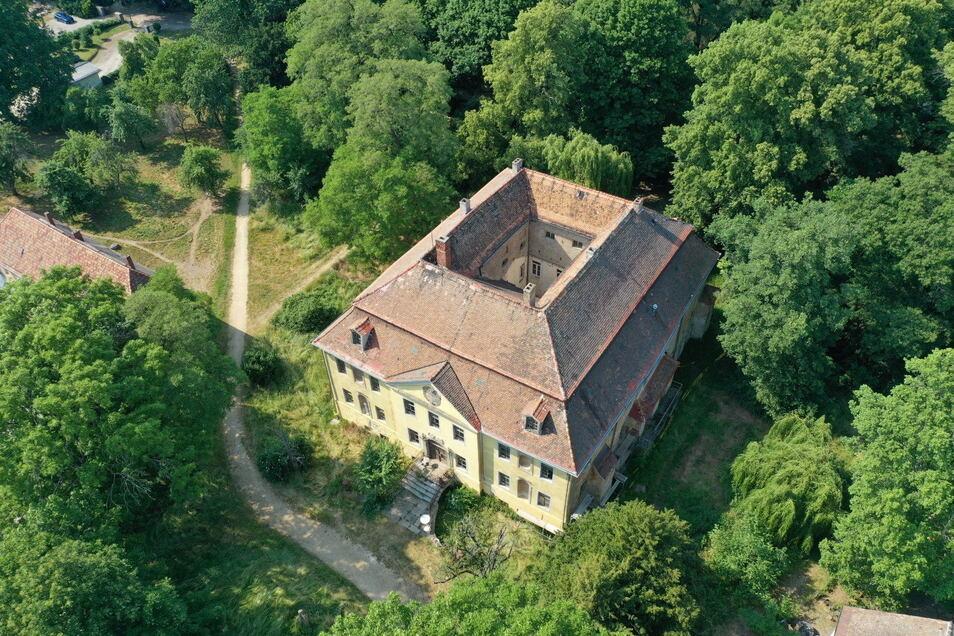 Von außen eine Augenweide, von innen dringend sanierungsbedürftig: Ein Berliner will dem Radiborer Schloss wieder zu alter Schönheit verhelfen.