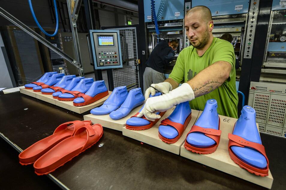 Am Görlitzer Birkenstock-Standort werden Teile für die berühmten Birkenstock-Sandalen hergestellt.
