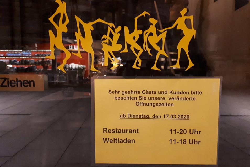 Das beliebte Café Aha in der Dresdner Altstadt reagiert auf die Coronavirus-Krise und verkürzt ab diesem Dienstag die Öffnungszeiten.
