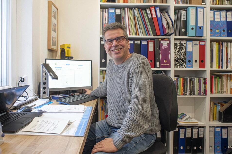 Jens Krüger unterrichtet am Lessing-Gymnasium in Kamenz Deutsch, Geschichte und Gemeinschaftskunde. Auch für ihn ist Homeschooling eine Herausforderung.