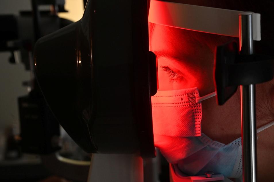 Die Hornhautvermessung dient der Kontaktlinsenanpassung.