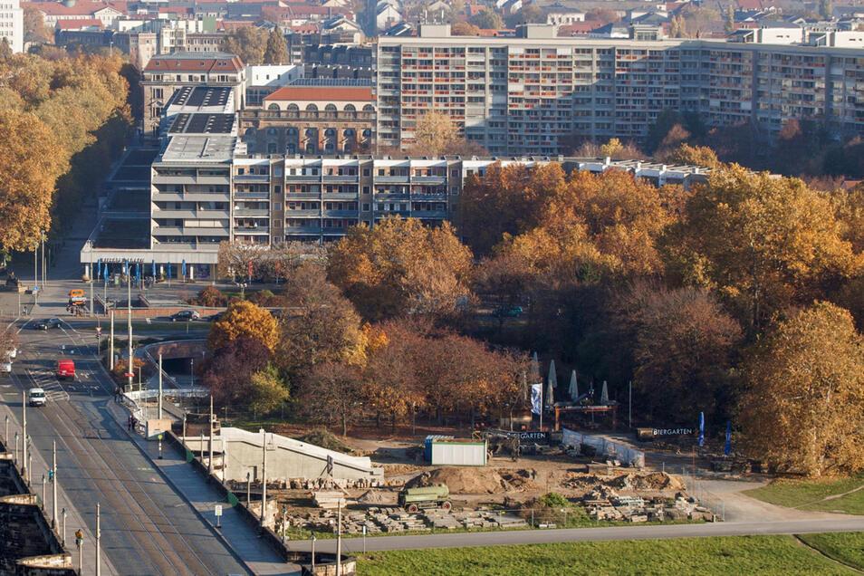 Auf dem Bild aus dem Jahr 2015 sind rechts die nun verkauften Flächen zu sehen. Auf dem Areal wachsen nach wie vor Bäume.