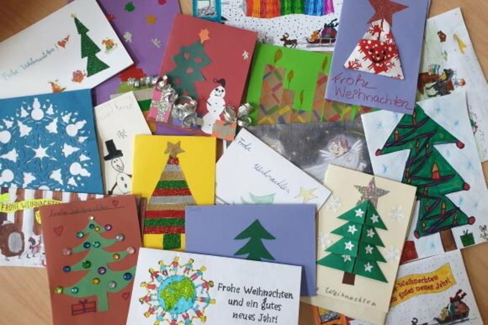 Mit viel Liebe und Hingabe haben die Kinder individuelle Weihnachtskarten gestaltet.