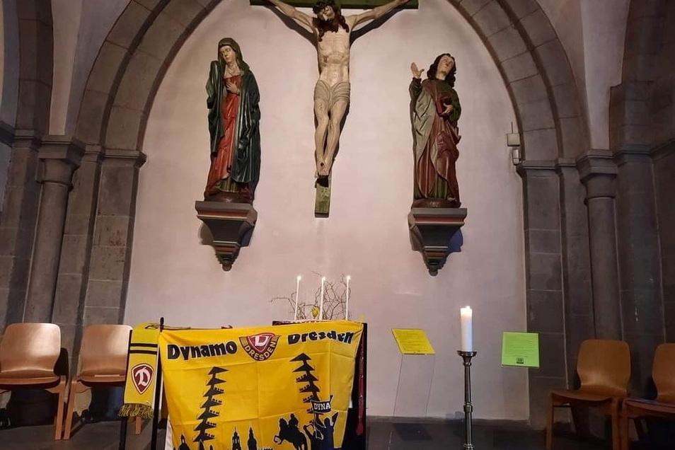 Fernando Hayn ist schon vor dem Spiel mit Dynamo-Fahne in die Kirche in Ratingen gegangen, um Jesus Christus um Beistand für Dresden zu bitten. Drei Kerzen für drei Punkte hat er angezündet.