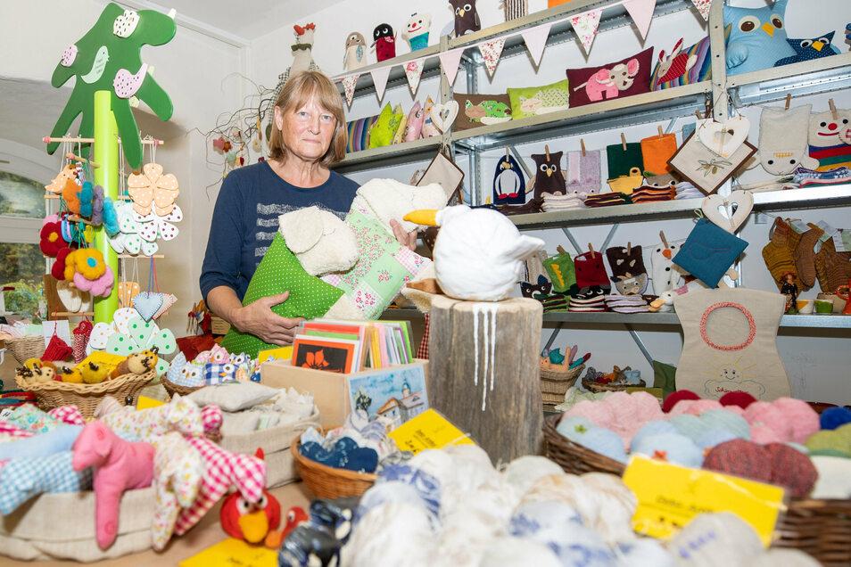 Seit über 20 Jahren im Gamiger Werkstattladen, wo die Tierkissen seither der Renner sind: Heidrun Schwedes.