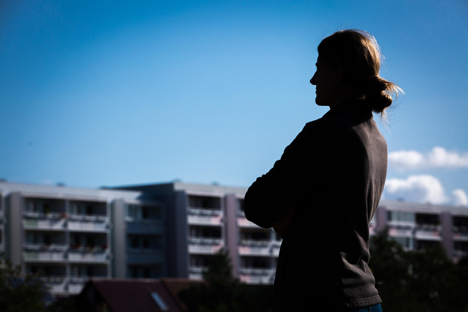 Der letzte Blick auf das ehemalige Zuhause: Der Vermieter der jungen Dresdnerin, die unerkannt bleiben möchte, hat sie überraschend vor die Tür gesetzt.