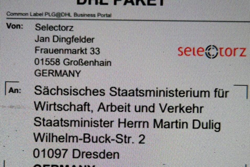 Der Großenhainer Ladeninhaber Jan Dingfelder schickte symbolisch seinen Ladenschlüssel nebst öffentlichem Brief an Sachsens Wirtschaftsminister Martin Dulig.