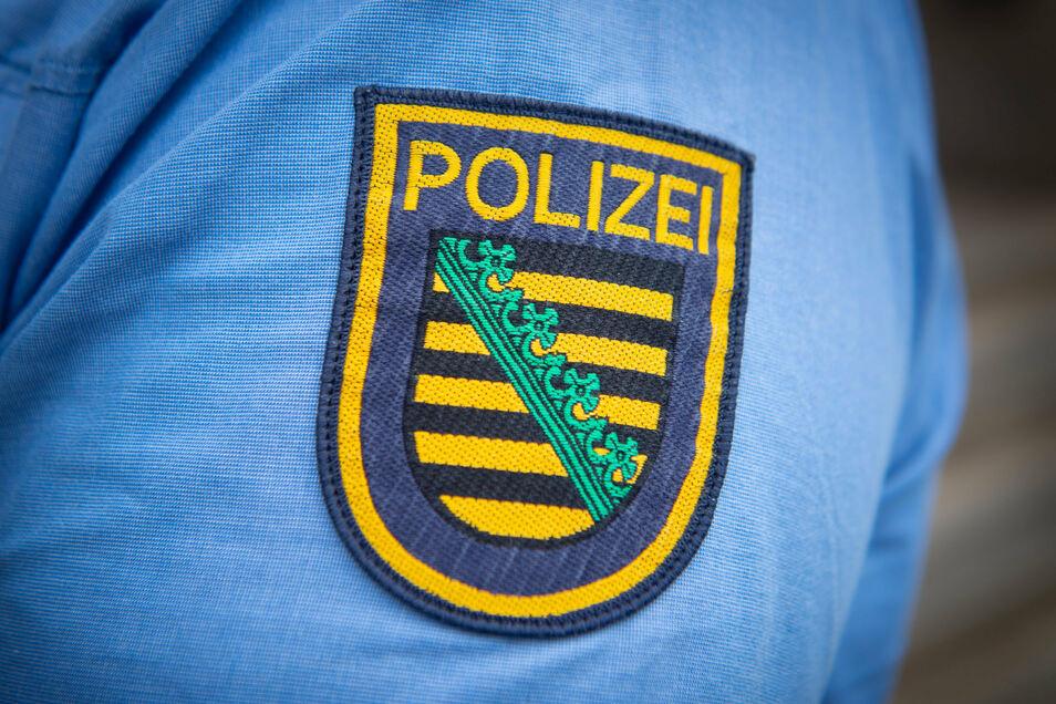 Vor der Polizei ist ein Golf-Fahrer in Bautzen geflohen und hat dabei viel Schaden verursacht.