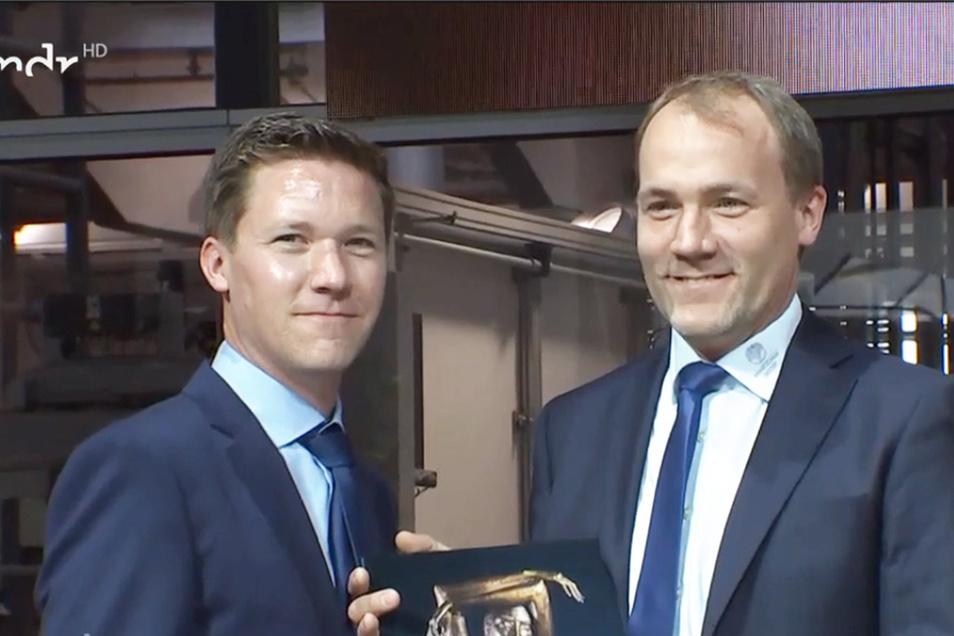 Ralph (l.) und Dr. Marcus Bertelsmeier bei der Auszeichnung zum Unternehmer des Jahres in Dresden.