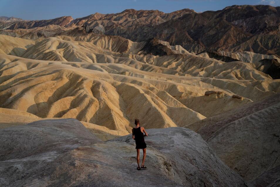Das Death Valley in der Mojave-Wüste im Südosten Kaliforniens erreichte am Samstag 128 Grad Fahrenheit (53 Celsius), wie der Nationale Wetterdienst in Furnace Creek gemessen hat.