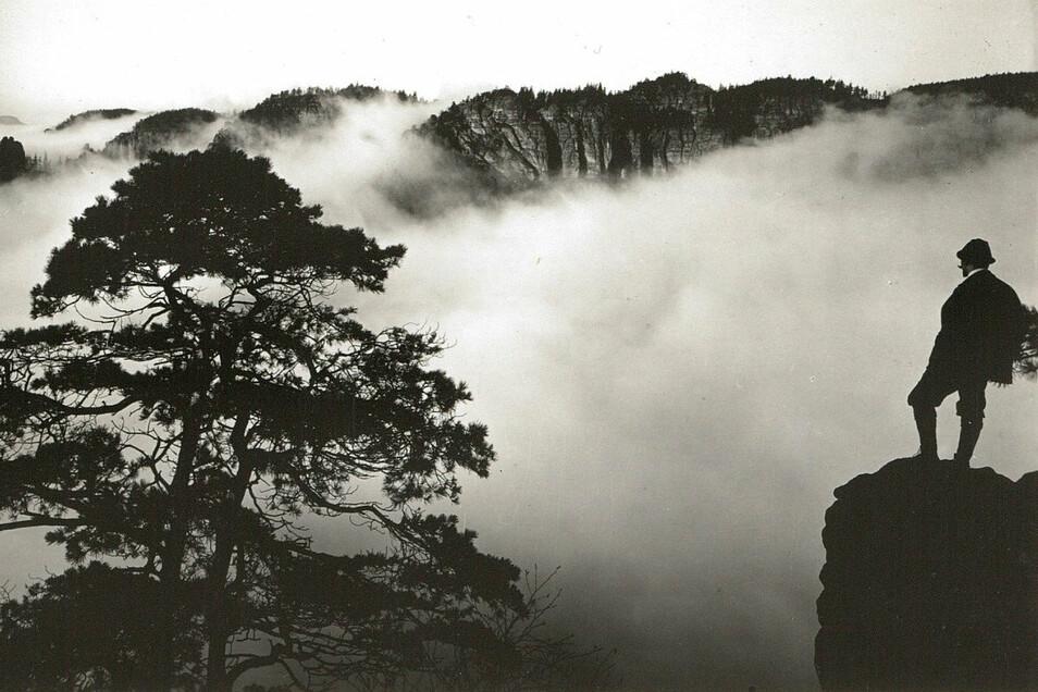 Das Motiv von Rauschenstein und Heringsgrund im Nebel hat Walter Hahn 1911 offenbar einem Gemälde von Caspar David Friedrich nachempfunden.