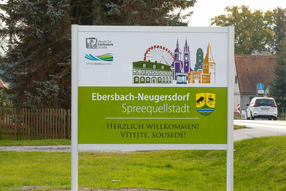 """Die neuen Begrüßungsschilder an den Ortseingängen - wie hier in der Nähe vom """"Goldenen Löwen"""" - sind nun aufgestellt"""