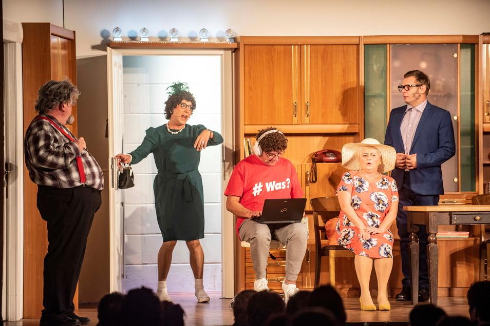 """Das Stück """"Wenn's bei Neumann 2x klingelt"""" war im Biertheater von Beginn an ein großer Publikumserfolg. Jetzt kommt die Fortsetzung auf die Bühne."""