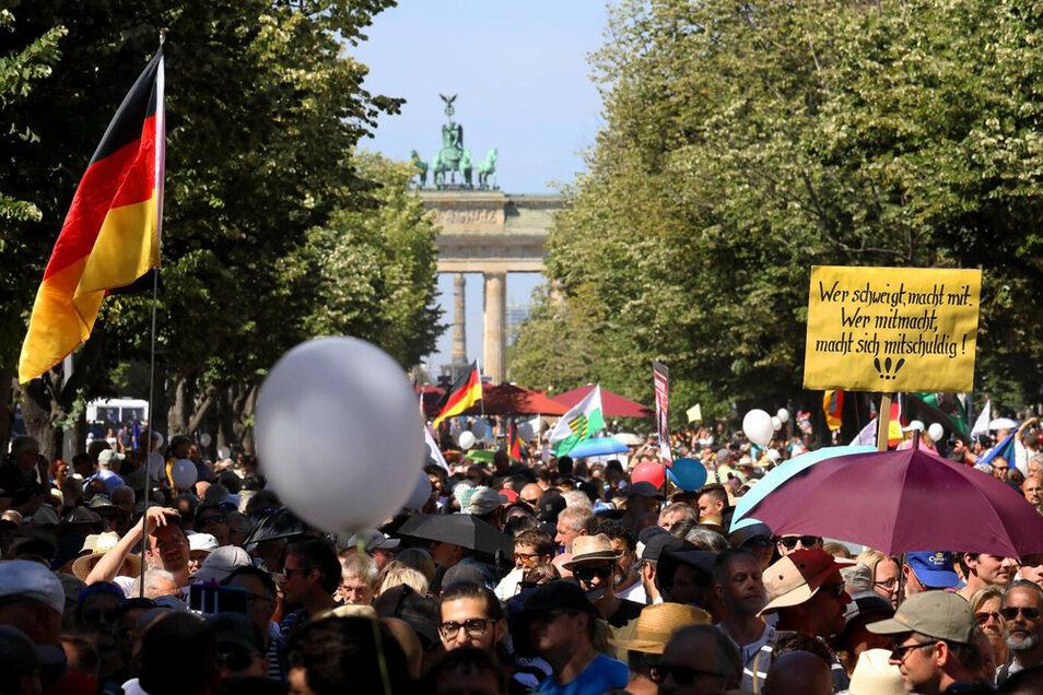 Teilnehmer der Corona-Proteste am 1. August in Berlin.