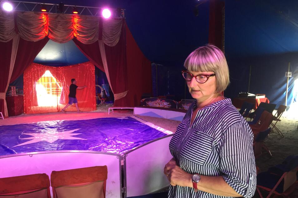 Antje Herrmann hofft, dass am Donnerstag, Freitag und Sonnabend viele Besucher in den Circus Magic hinter dem Zentralgasthof Weinböhla kommen, um diesen so zu unterstützen.