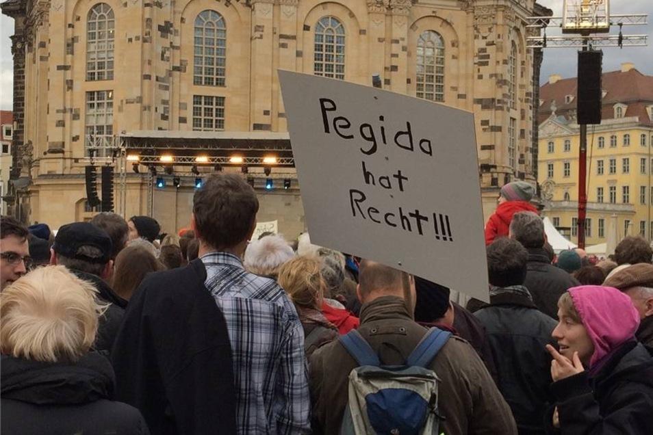 Aber auch solche Statements sind auf der Veranstaltung gegen Pegida zu finden.