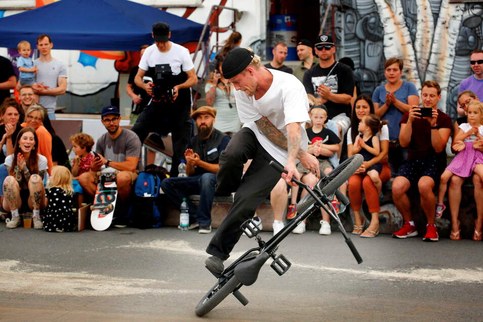 Auch der professionelle Flatland-BMX-Fahrer Dustyn Alt aus Leipzig zeigte am Samstagabend vor zirka 200 Zuschauern sein Können.
