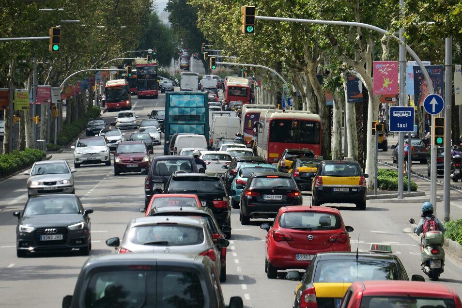 Im Ausland gelten zum Teil strengere Regeln im Straßenverkehr.