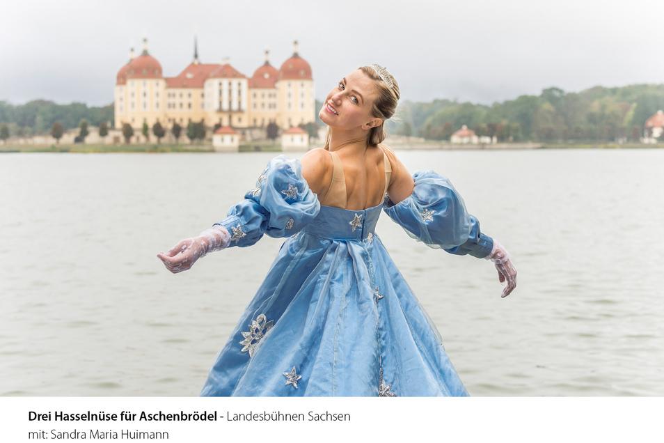 """Die Landesbühnen Sachsen zeigen """"Drei Haselnüsse für Aschenbrödel"""" am Schloss Moritzburg."""