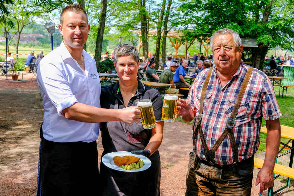 Philipp, Kerstin und Bernd Skopi (v. l.) von Skopis Elbegarten freuen sich über die vielen Gäste.