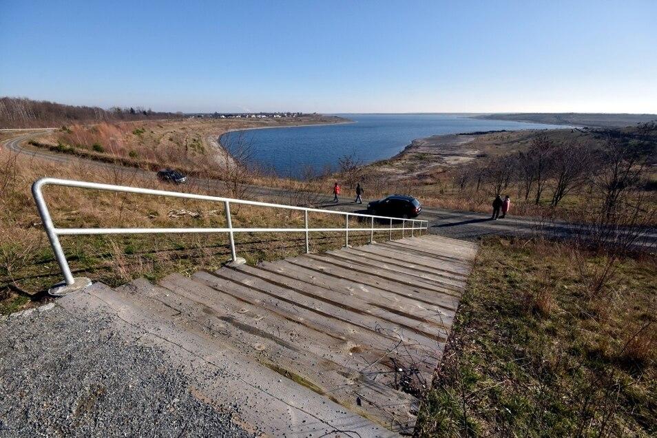 So sieht er aus, der Blick vom neuen Aussichtspunkt an der Nordwestecke des Großräschener Sees. Nur über diese Treppe ist er erreichbar.
