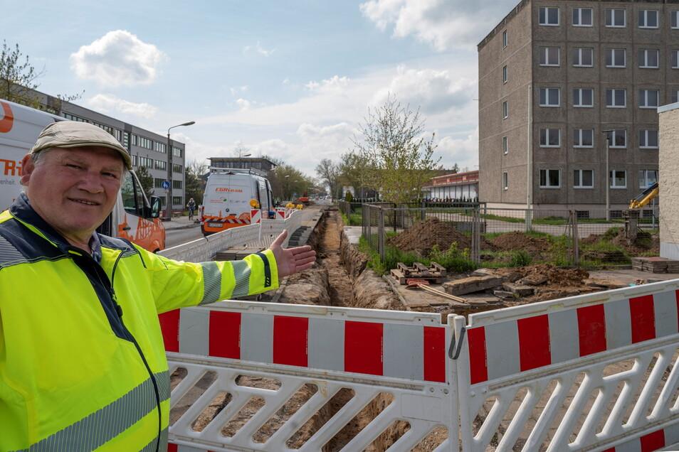 Polier Udo Stange war Ende der Woche der einzige Vertreter der Firma Steinle Bau an der Alleestraße. Ehe das Unternehmen loslegen kann, sind Stadtwerke und Wasserversorgung am Zug.