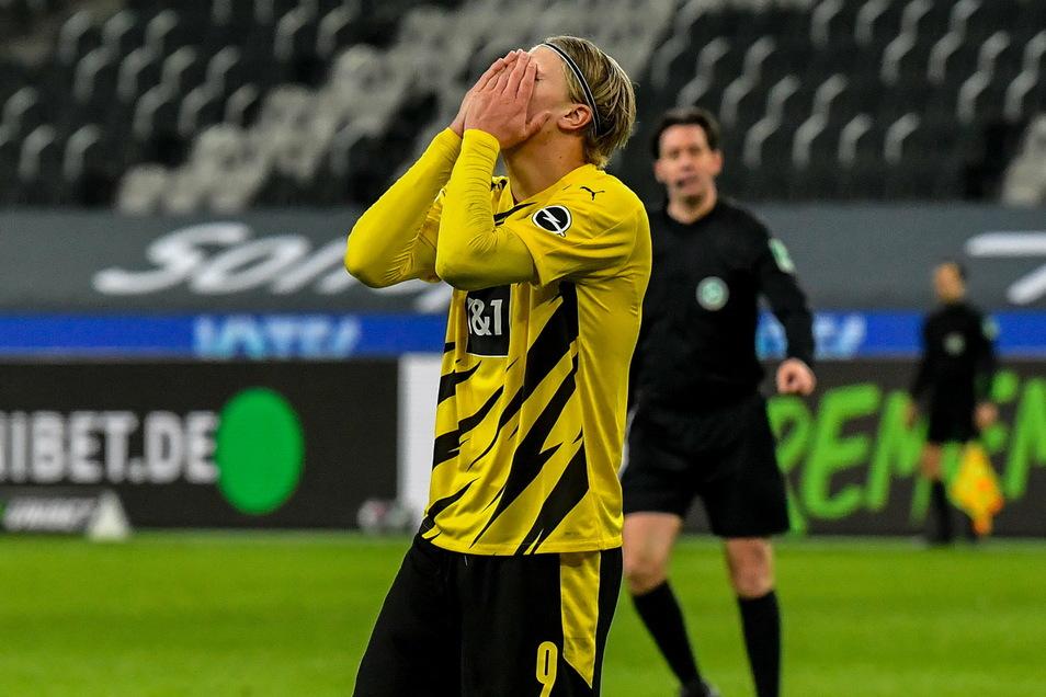 Seine beiden Tore sind zu wenig. Dortmunds Erling Haaland reagiert enttäuscht nach dem Spiel.