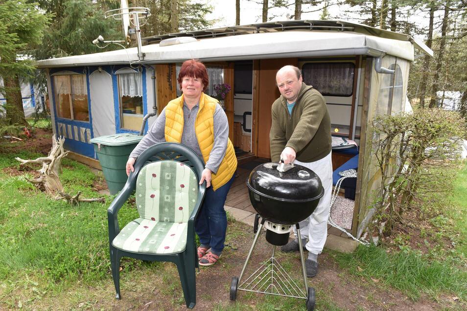 Lutz und Solveig Fischer aus Dresden sind seit 20 Jahren Dauercamper in Altenberg. Sie freuen sich, nach der Corona Sperrung ihr Domizil wieder beziehen zu können.