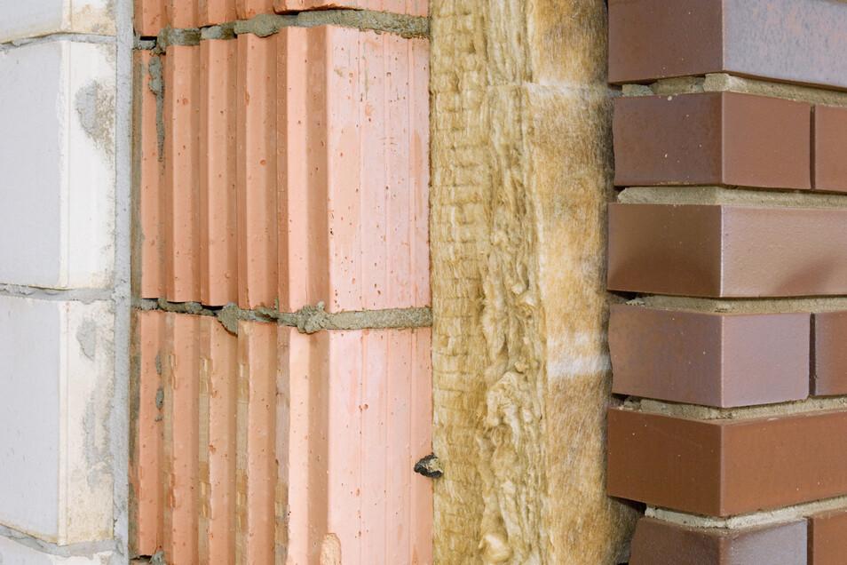 Für eine nachträgliche Fassadendämmung gibt es verschiedene Systeme und Möglichkeiten.